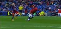 كيف يتحكم اللاعب في الكرة بمهارة رائعة؟