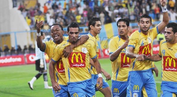 احتفال لاعبو الاسماعيلي بالفوز على الأهلي في الدوري الأول