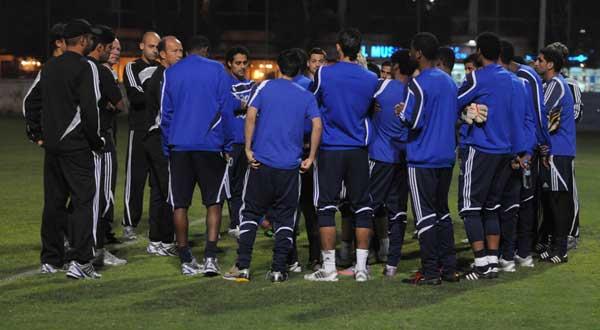 رئيس الهلال يجتمع بلاعبي الفريق لبحث أسباب الخسارة الآسيوية Alhilalksateamtrnng60025-1-2011-22-6-17