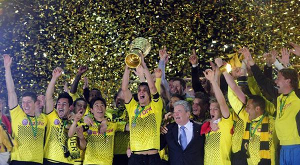 ينهار قبل نهائي دوري الأبطال 112-5-2012-22-45-46.
